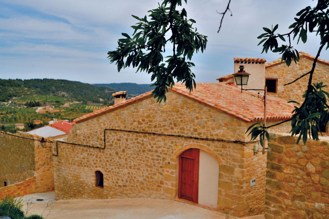 Façana principal de la casa rural El Paller, prop de Vall-de-roures